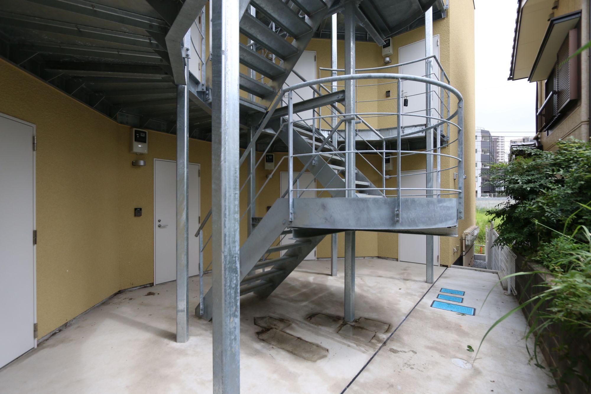 八千代の集合住宅 外部鉄骨階段