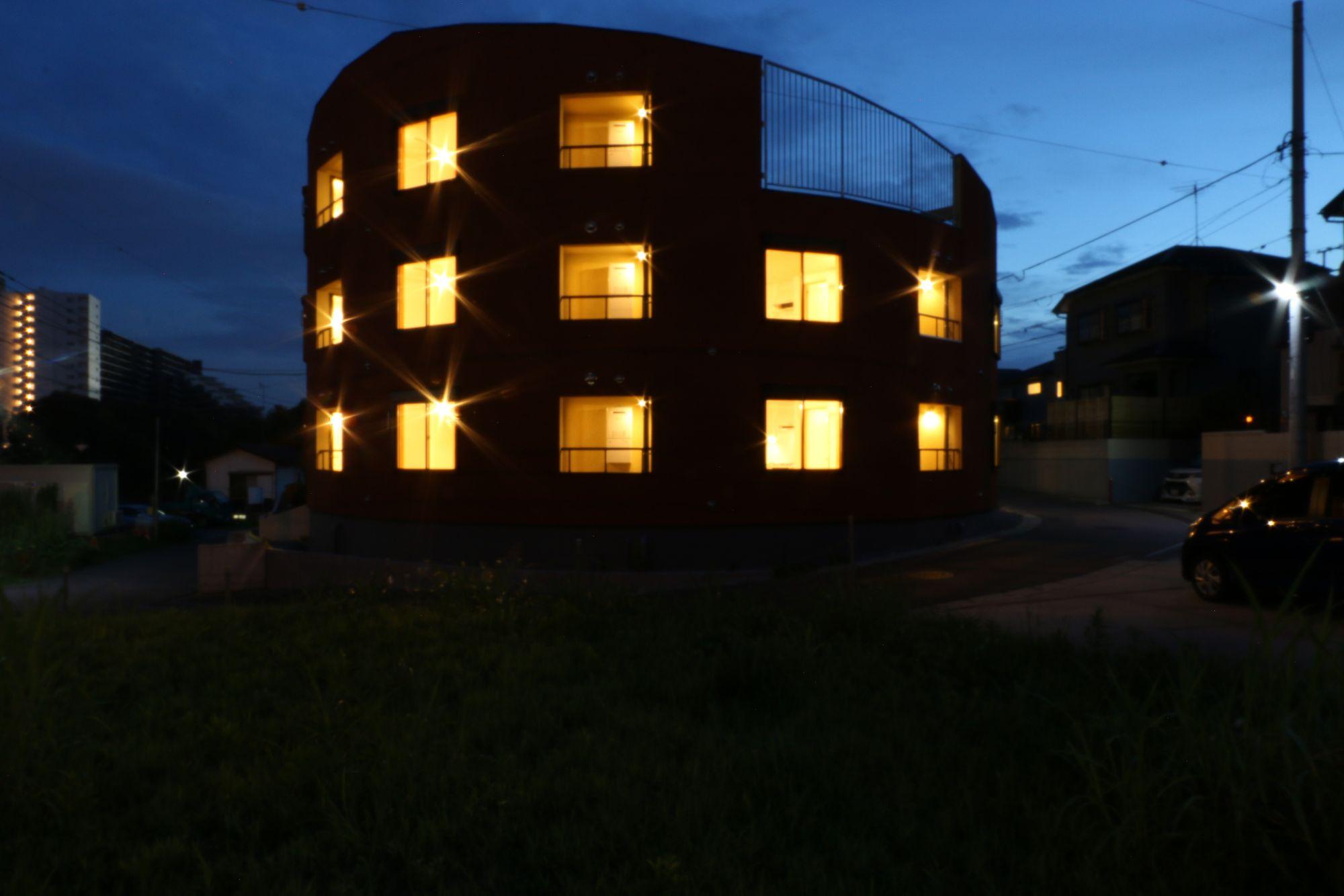 八千代の集合住宅 外観夜景